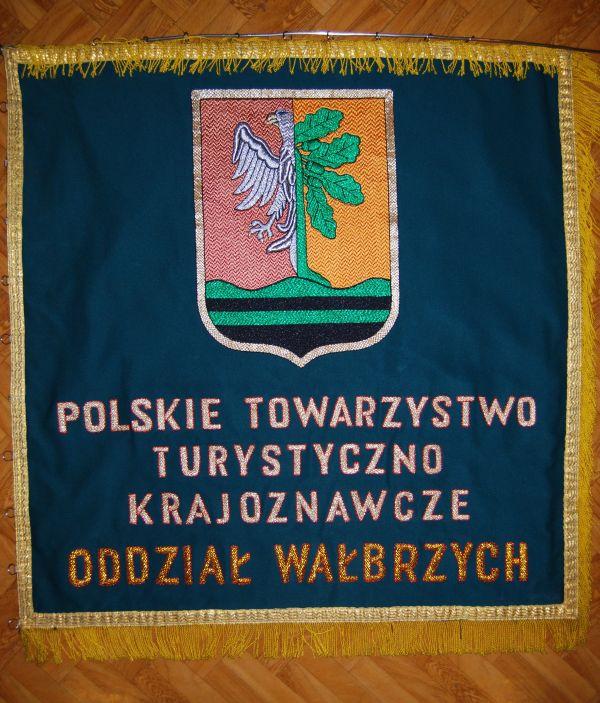 """Sztandar Oddziału PTTK """"Ziemi Wałbrzyskiej"""""""