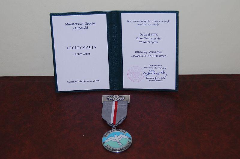 """Odznaka Honorowa """"Za zasługi dla turystyki"""""""